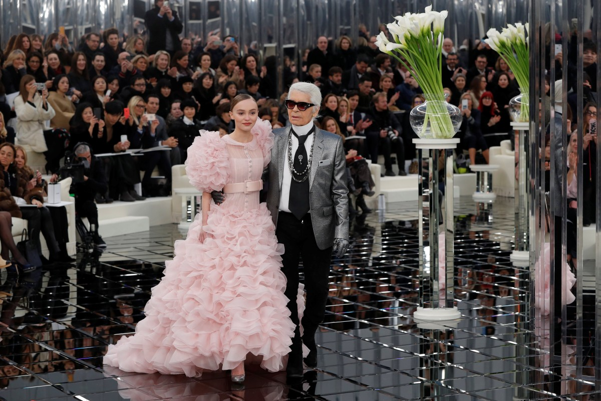 Chanel goes curvy for haute couture catwalk | Style Magazine ...