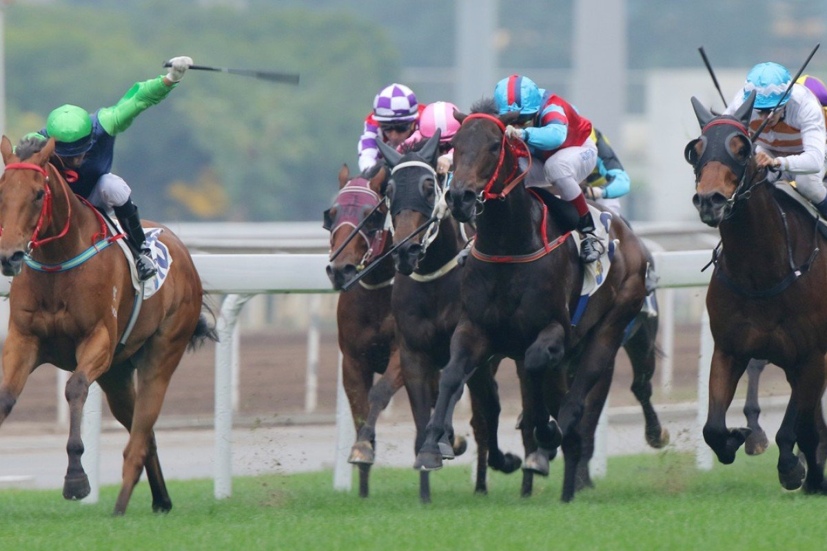 Joao Moreira steers Right Call to an all-the-way victory at the last meeting of 2015. Photo: Kenneth Chan
