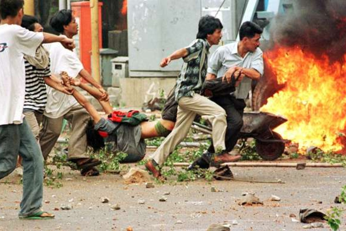 A man allegedly shot by police is carried following clashes in Jakarta in 1998. The Asian Financial Crisis sparked a wave of riots and protests that helped force President Suharto to resign after a 32-year reign. Photo: AP