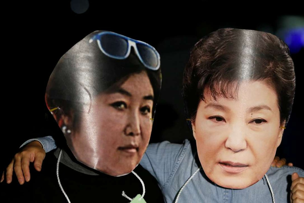 Protesters wearing masks of South Korean President Park Geun-hye (right) and Choi Soon-sil at a protest denouncing the president over an influence-peddling scandal. Photo: Reuters