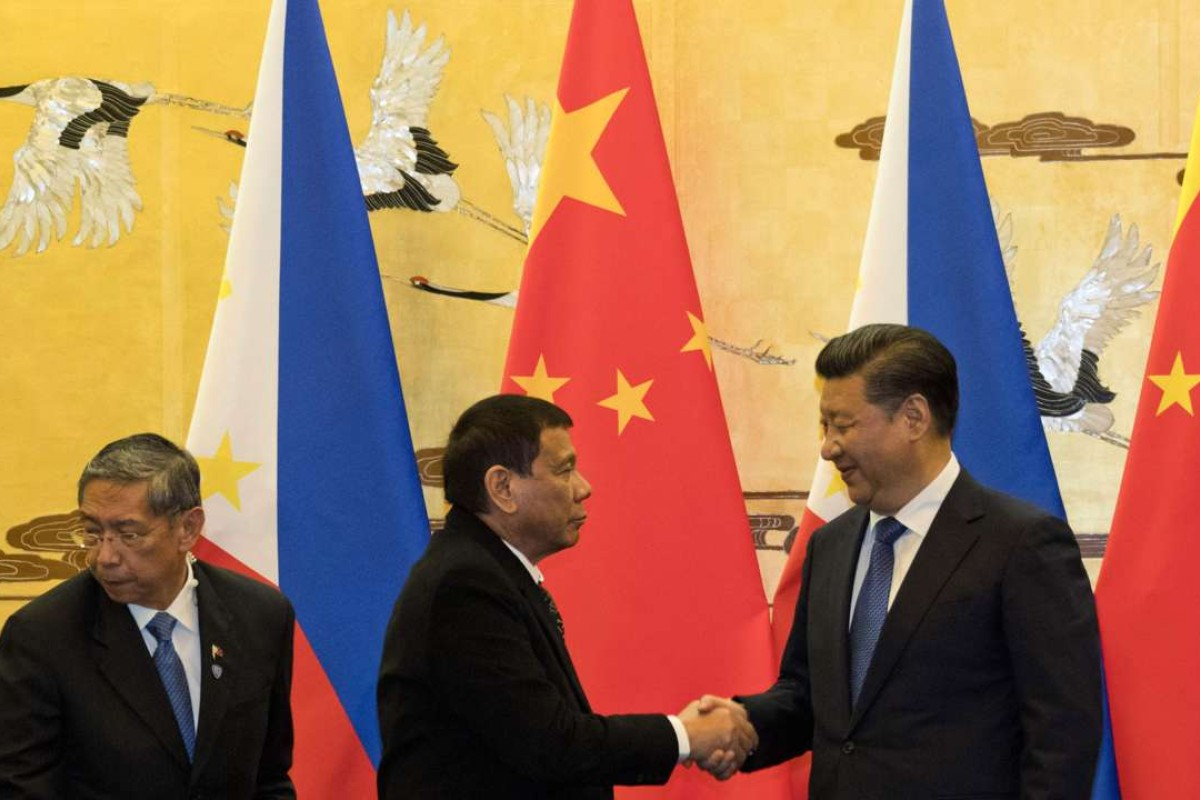 Philippine President Rodrigo Duterte shakes hands with Chinese counterpart Xi Jinping during his visit to Beijing. Photo: AFP