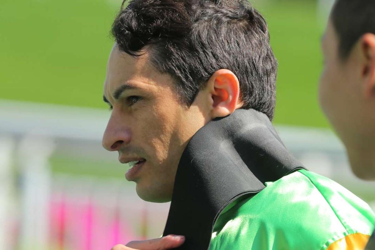 Silvestre de Sousa unsaddles after winning on Amazing Always. Photos: Kenneth Chan