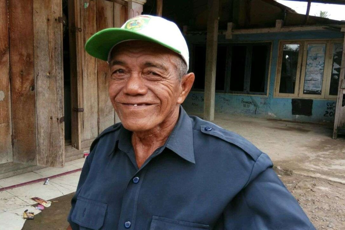 Pak Teguh has been working on the banks of the Musi River since 1970 when he was only 18 years old. Photo: Karim Raslan