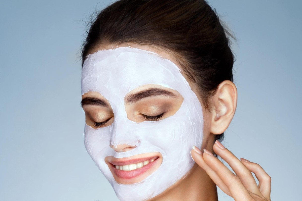 Clay masks can de-clog pores and remove dirt, leaving the skin smooth and radiant.