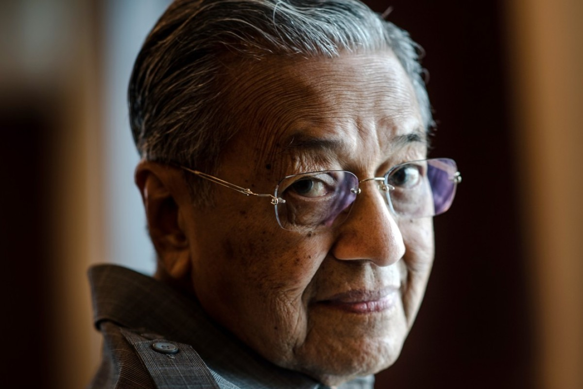 Mahathir Mohamad, Malaysia's former prime minister, says Anwar Ibrahim should have been allowed to become the country's next leader. Photo: Bloomberg