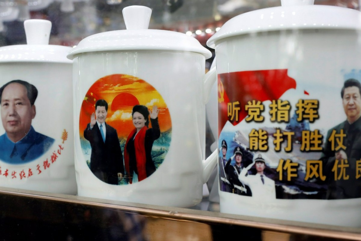 Souvenir cups with images of Chairman Mao Zedong and Chinese President Xi Jinping on sale during the Communist Party's 19th National Congress. Photo: Reuters