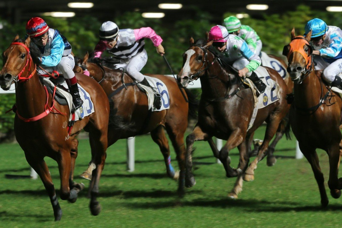 Gallant Return (second from right) runs on strongly behind Phantom Falcon on Wednesday night. Photos: Kenneth Chan