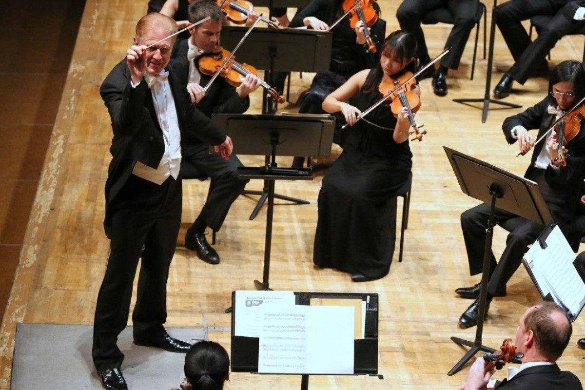 Christoph Poppen conducts the Hong Kong Sinfonietta. Picture: Hong Kong Sinfonietta