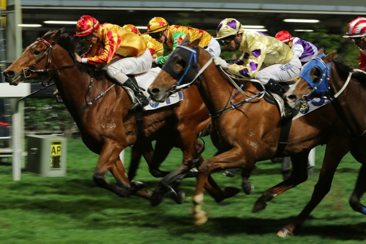 Winaswewish (cream and purple silks) finishes second to Wonderful Chaser on Wednesday night. Photo: Kenneth Chan