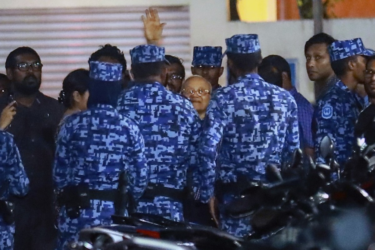 Policemen arrest former Maldives president and opposition leader Maumoon Abdul Gayoom, centre, after the government declared a 15-day state of emergency in Male, Maldives. Photo: AP