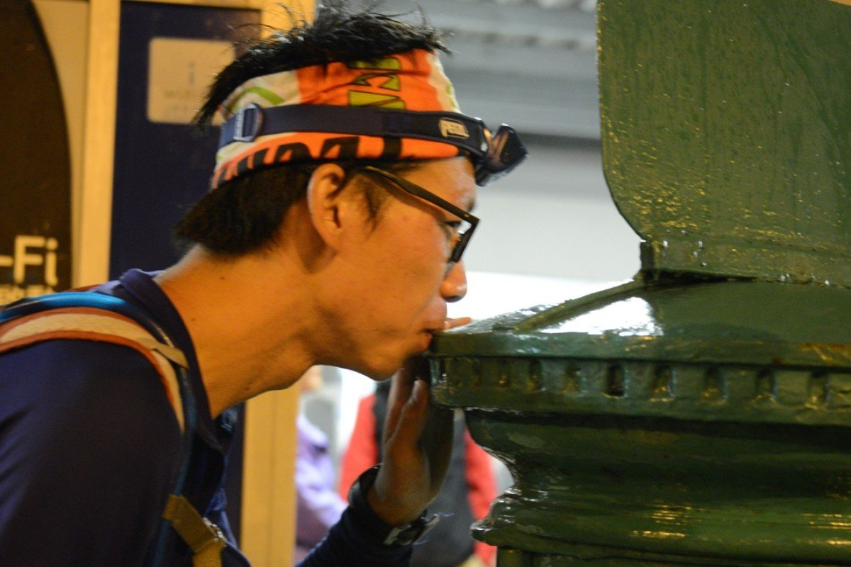 Chiu Wen-hsiao kisses the postbox to mark the end of his epic 298km run, becoming on the fourth ever 'finisher'. Photo: Patchanida Pongsubkarun
