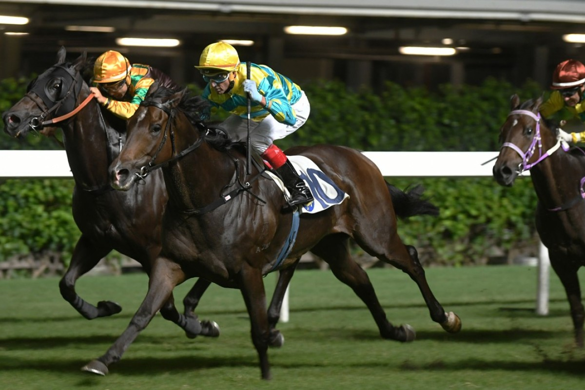 Pearly Treasure (right) finishes hard behind Oriental Elite (middle). Photos: Kenneth Chan