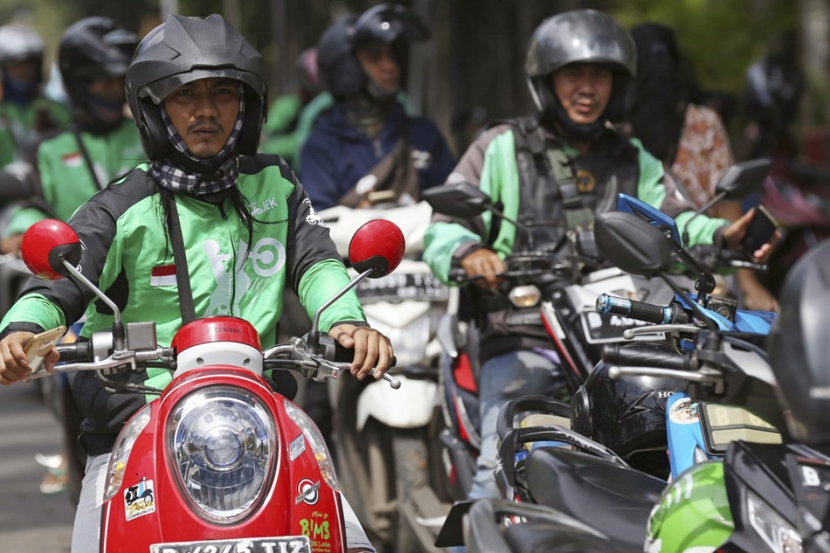 Go-Jek drivers wait for customers in Jakarta, Indonesia. The Indonesian ride-hailing service says it will expand into Thailand, Vietnam, Singapore and the Philippines in the next few months. Photo: AP