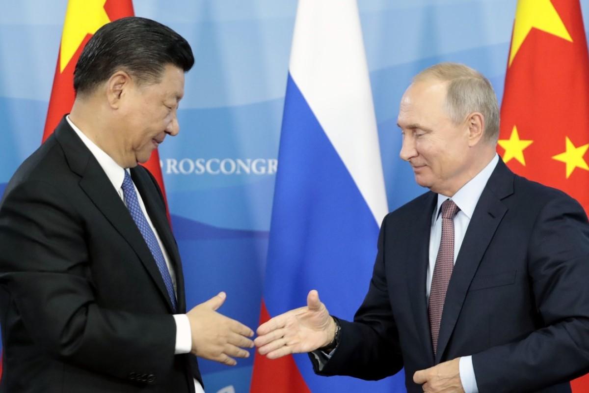 Vladimir Putin and Xi Jinping at the Eastern Economic Forum in Vladivostok. Photo: EPA