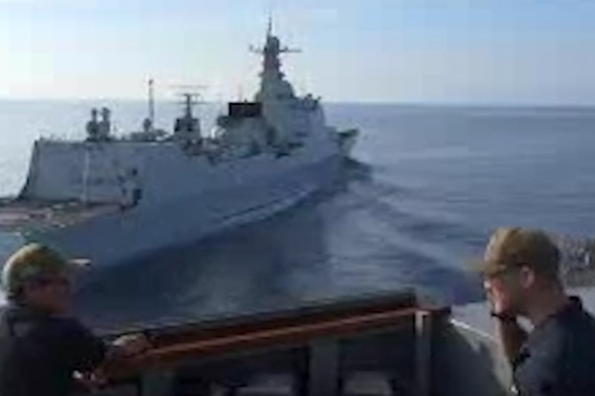 The two warships narrowly avoided a collision. Photo: British Ministry of Defence