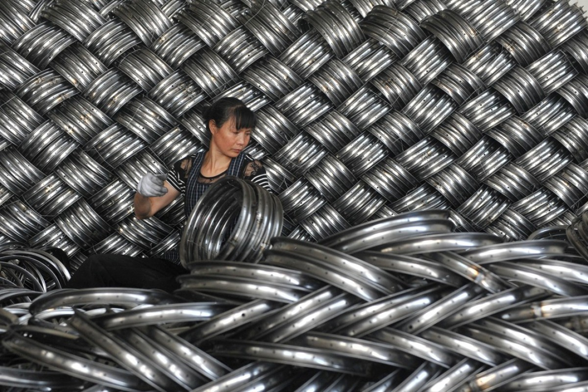 Weather forecaster: the price of steel futures. Photo: Reuters