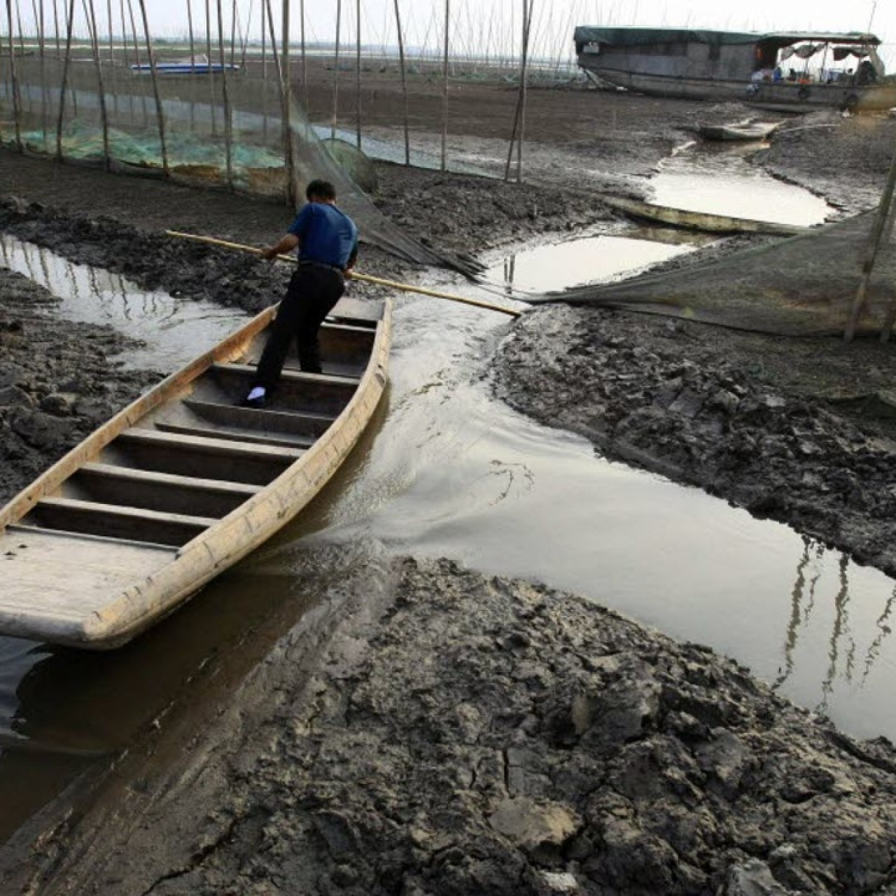 Yangtze lakes drying up as China's water crisis spreads